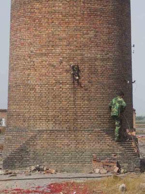 拆迁砖砌烟囱